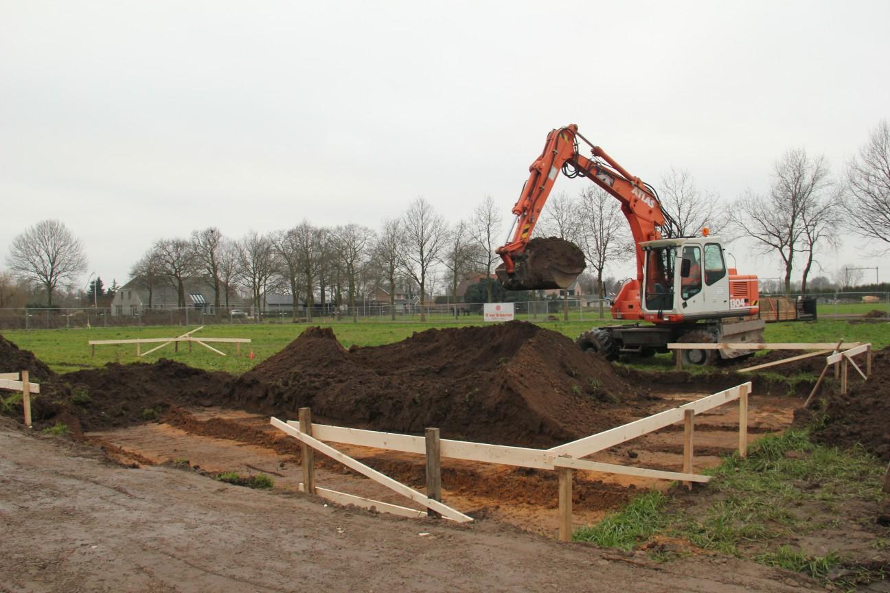 Uitgraven bouwkavel de Kouwe Noord Geffen 1