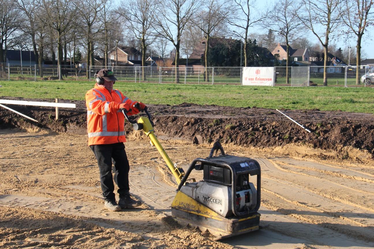 Uitgraven bouwkavel de Kouwe Noord Geffen 4